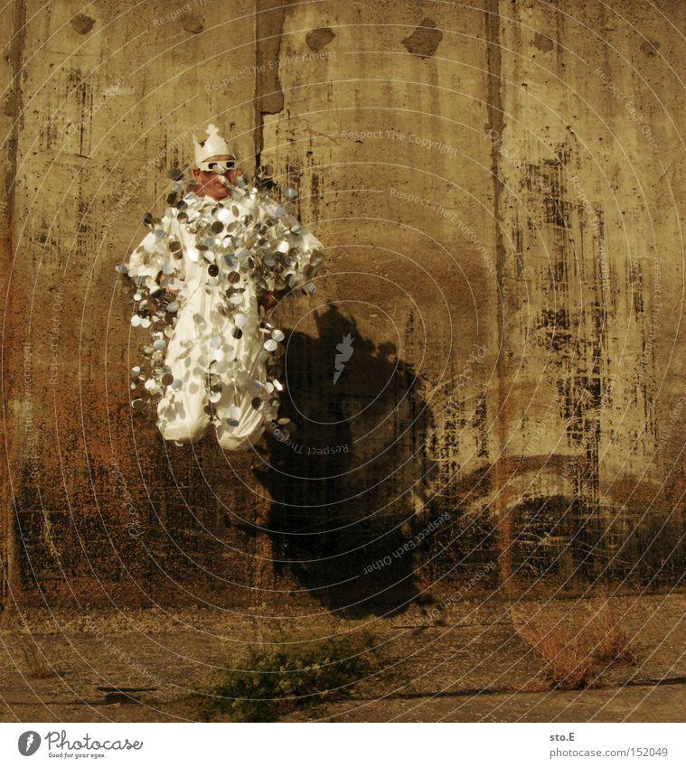 dekorativ Mensch Freude springen Mauer hoch Bekleidung Körperhaltung Anzug Baumkrone durcheinander König Kronleuchter