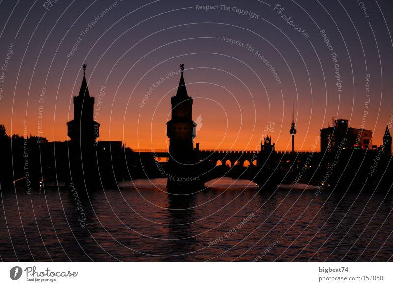sommertage Berlin Sonnenuntergang Romantik Spree Dämmerung Bootsfahrt Brücke