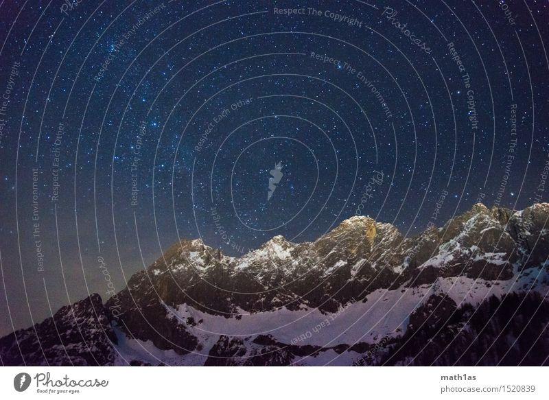 Dachstein und Milchstraße Himmel Nachthimmel Stern Schnee Berge u. Gebirge Gipfel Schneebedeckte Gipfel Sicherheit Umwelt Ziel Zufriedenheit Farbfoto