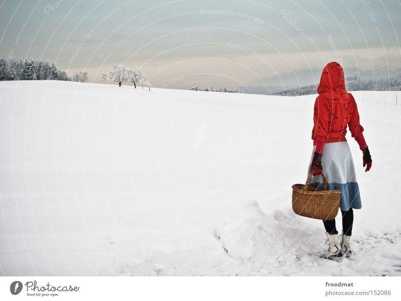 frau antje weiß Baum ruhig Winter kalt Berge u. Gebirge Schnee grau Schweiz Märchen kahl Korb Rotkäppchen