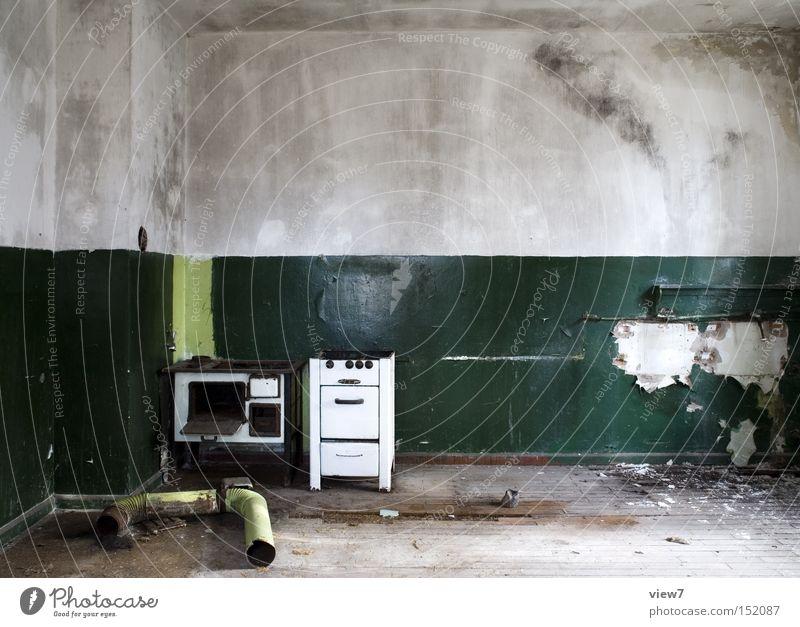 Ofenrohr Herd & Backofen Küche offen direkt alt Einsamkeit gehen schäbig grün Eisenrohr Schornstein Dunstabzug DDR-Flagge Farbe Putz Detailaufnahme verfallen