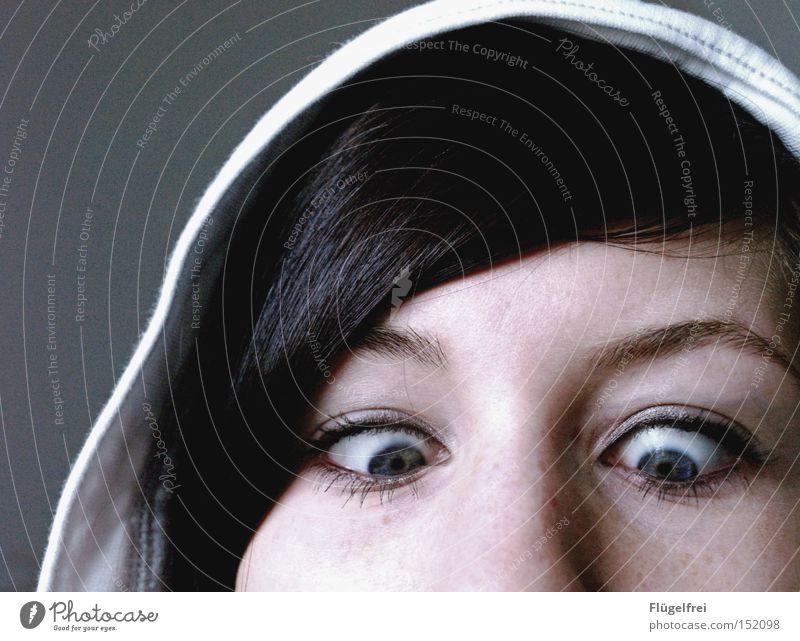 """Mama sagte immer """"Irgendwann bleiben deine Augen so stehen!"""" Haare & Frisuren Gesicht Frau Erwachsene Nase dumm Konzentration Kapuze fixieren Punkt"""