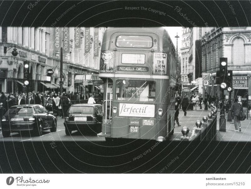 london3 Straße Verkehr London Bus Schwarzweißfoto England Ampel