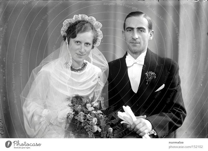 Gegensatz Hochzeit Paar alt Vergangenheit Sammlung Blumenstrauß Schleier Liebe Ring Versprechen Scheidung analog Erzählung Eltern Mensch Standesamt Liebespaar
