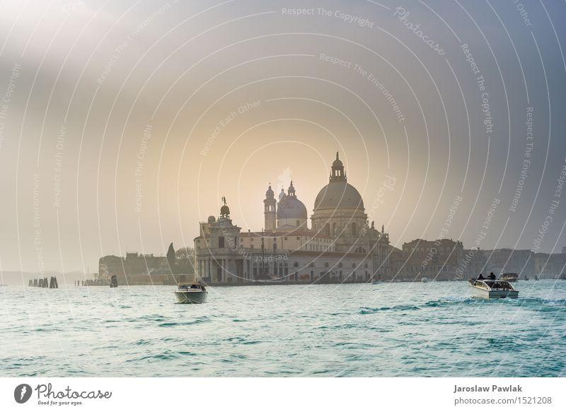 Stadtlandschaft von Venedig, Wasserkanäle mit Booten. Himmel Natur Ferien & Urlaub & Reisen alt blau Sommer Sonne Meer Landschaft Wolken Haus Architektur