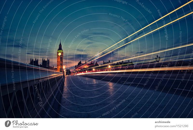 London Skyline in der Dämmerung Fluss Stadt Verkehr Straße Bewegung Geschwindigkeit Big Ben Großbritannien Wahrzeichen Brücke Themse Westminster Kathedrale