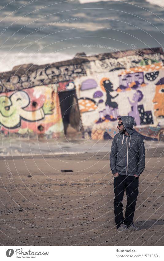 Portrait vor Bunker mit Graffiti Ferien & Urlaub & Reisen Sommer Mensch Junger Mann Jugendliche Erwachsene 1 18-30 Jahre ästhetisch Coolness 2015 Hossegor beach