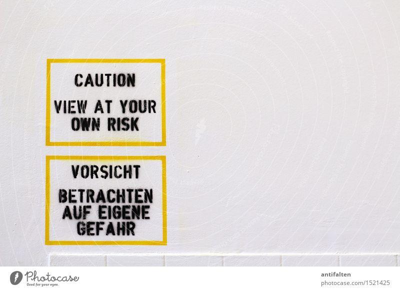 ACHTUNG ACHTUNG weiß schwarz gelb Wand Graffiti Mauer Kunst Linie Design Angst Ordnung Schriftzeichen Kreativität gefährlich Hinweisschild lesen