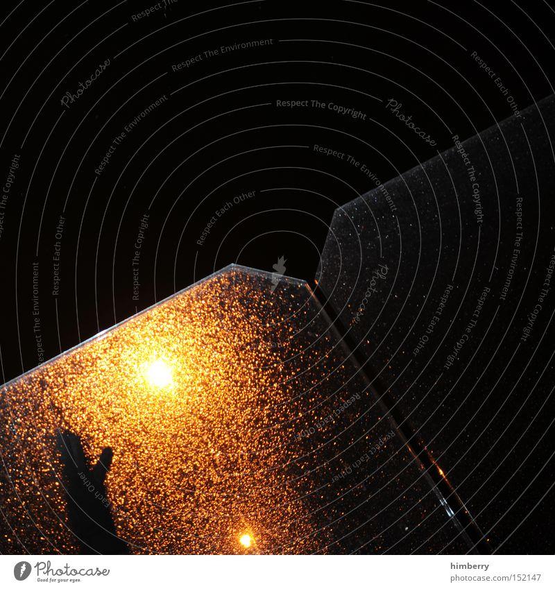 handyman Hand Regen Angst gefährlich gruselig Fensterscheibe Panik Straßenbeleuchtung Alptraum Glasscheibe Überfall Schichtarbeit Horrorfilm