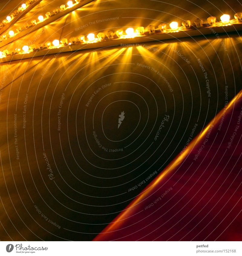Festtagsstimmung Weihnachten & Advent Freude Lampe Stimmung Feste & Feiern gold Jahrmarkt Markt Licht Glühbirne Zelt festlich Karussell Weihnachtsmarkt Auto-Skooter
