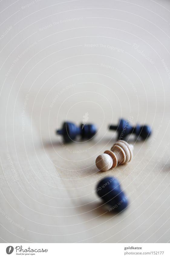 weiß & schwarz weiß Freude schwarz Einsamkeit Spielen Holz klein Freizeit & Hobby Erfolg rund Kitsch Spielzeug Ärger Frustration Schach verlieren