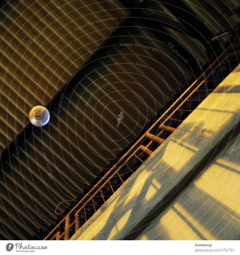 hall of fame Lagerhalle Halle Industriefotografie Dach Architektur Gebäude Geländer Treppengeländer Lampe Deckenlampe urbane kunst