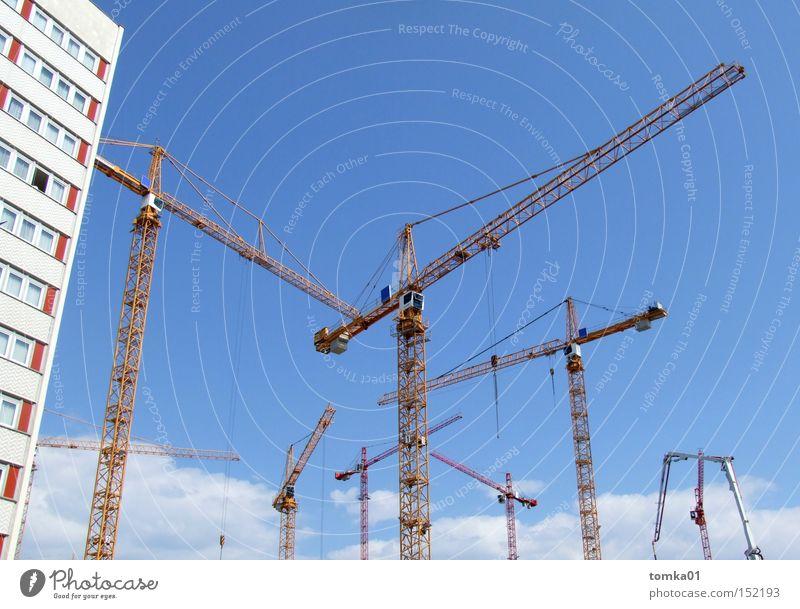 Aufschwung Ost Baustelle Kran Osten Dresden Hotel Hochhaus Himmel Architektur Maschine Haus Außenaufnahme Arbeit & Erwerbstätigkeit hoch Stadt Mitte Industrie