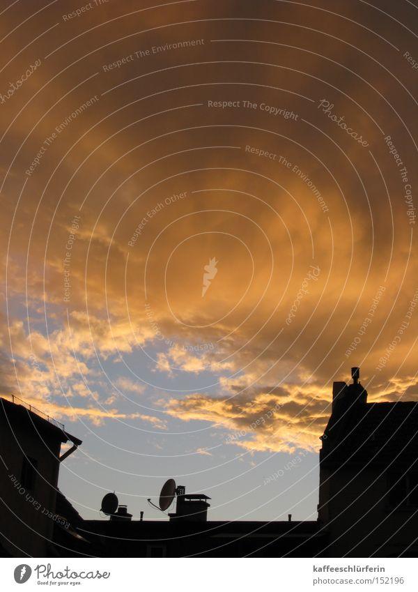 Nach dem Regen 2 Himmel blau Wolken gelb grau Dach Sturm Gewitter Antenne dramatisch
