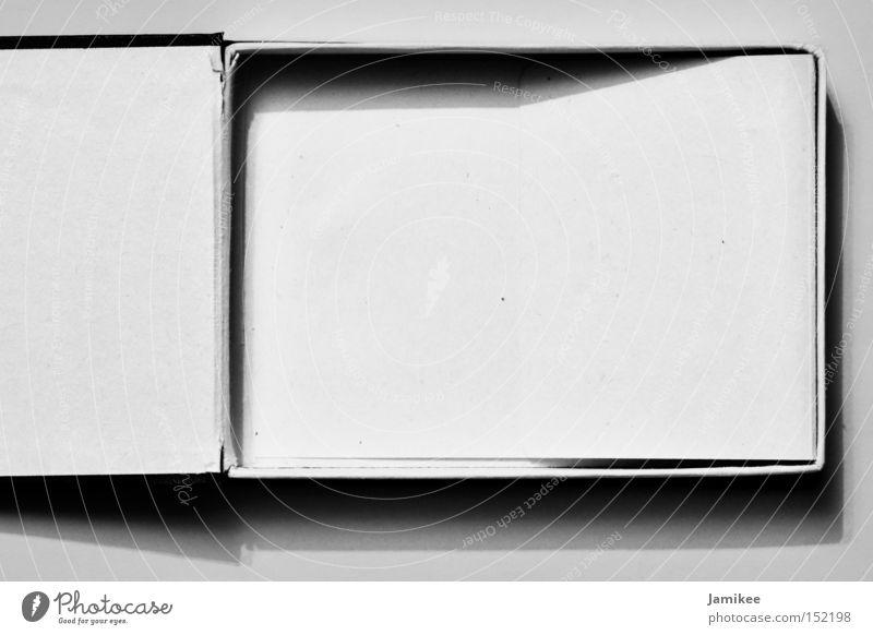 Box Kasten Sammlung Schachtel Verpackung Karton leer Einsamkeit ausgebrannt Armut Insolvenz Makroaufnahme Nahaufnahme Schwarzweißfoto Sicherheit