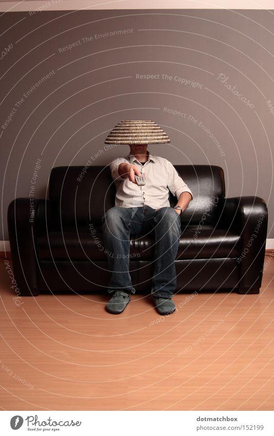 Zapping Fernsehen Fernseher Fernbedienung Sofa schwarz grau braun blind matt Konsum Medien Entertainment remote control indifferent