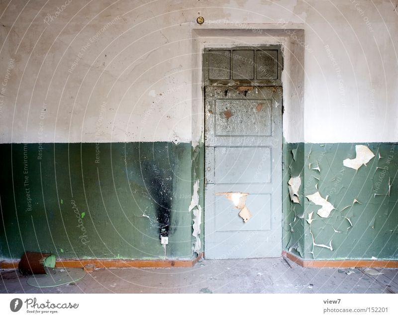Die Farbe grün. Wand Holz Tür Boden Bodenbelag verfallen Tapete Flur Holzfußboden Parkett gestalten Eimer Farbeimer