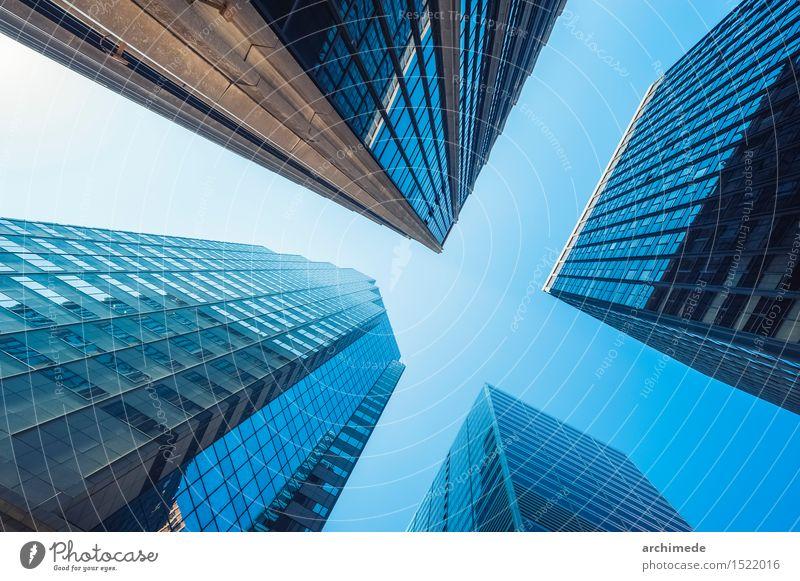 Modernes Gebäude Himmel Stadt blau Sonne Wolken Haus Architektur Business Fassade hell Design Büro modern Hochhaus Perspektive