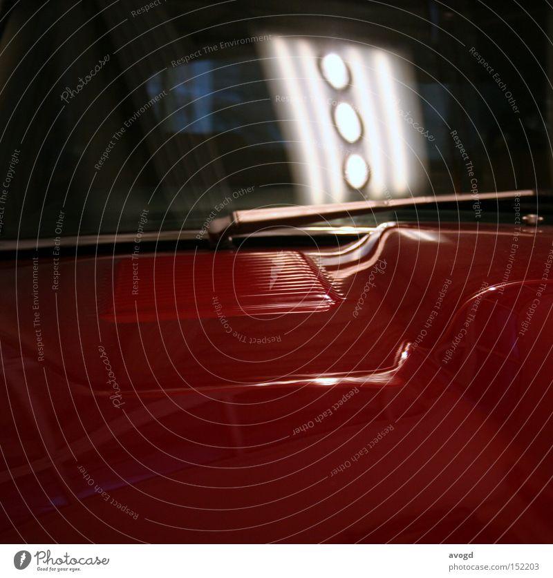 Lady in Red rot kalt Lampe Glas Reichtum Fensterscheibe Oldtimer Vorderseite Motorsport Motorhaube Scheibenwischer