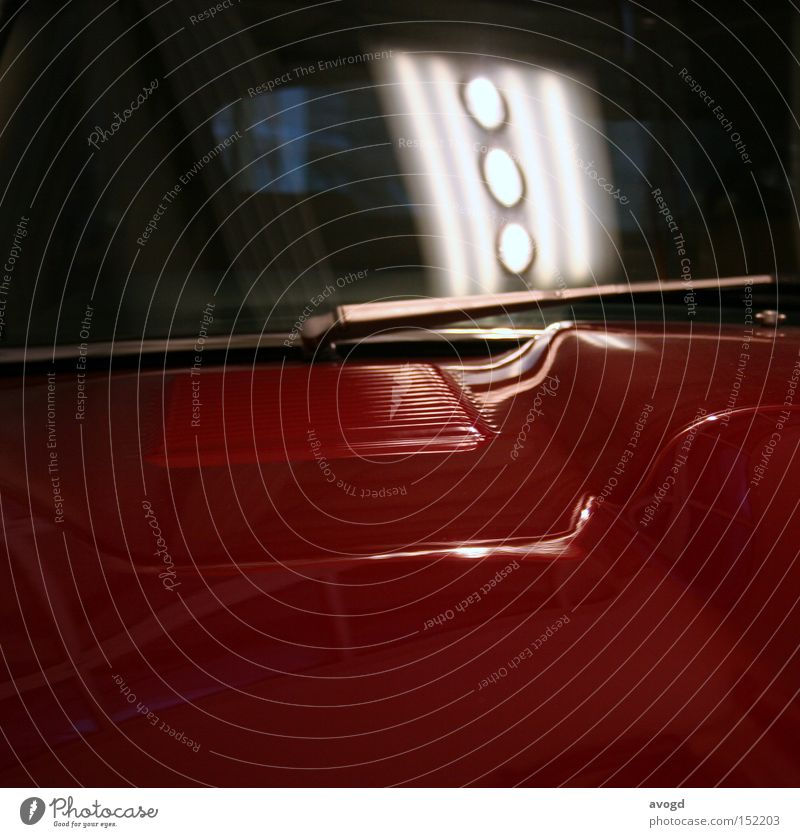 Lady in Red rot Scheibenwischer Lampe Motorhaube Oldtimer Reichtum Motorsport Fensterscheibe Glas Vorderseite kalt