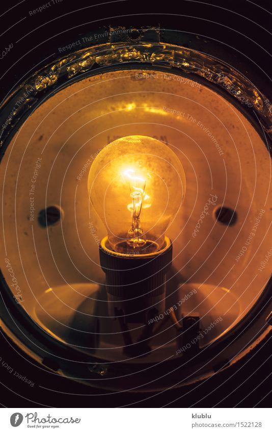 Schließen Sie herauf grungy glühende Glühlampe Lampe Wissenschaften Technik & Technologie Kunst Denken hell grün Energie Farbe Idee Inspiration Kreativität