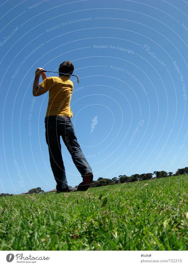 weg? Mensch Himmel grün blau gelb Ferne Sport Spielen Gras maskulin T-Shirt Golf Herr Abschlag