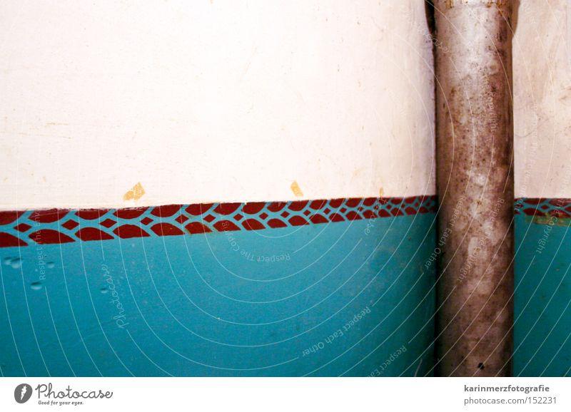 getrennt alt weiß Farbe Wand Linie Raum streichen Röhren türkis Flur
