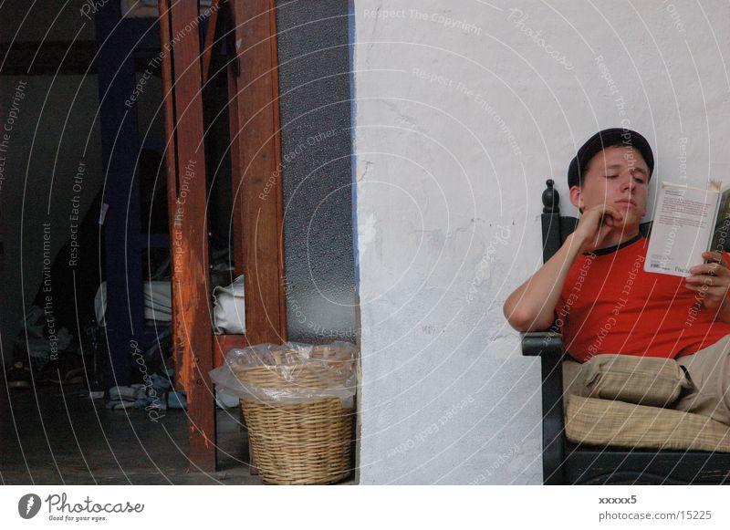 Siesta Mann ruhig Buch lesen Frieden Mexiko