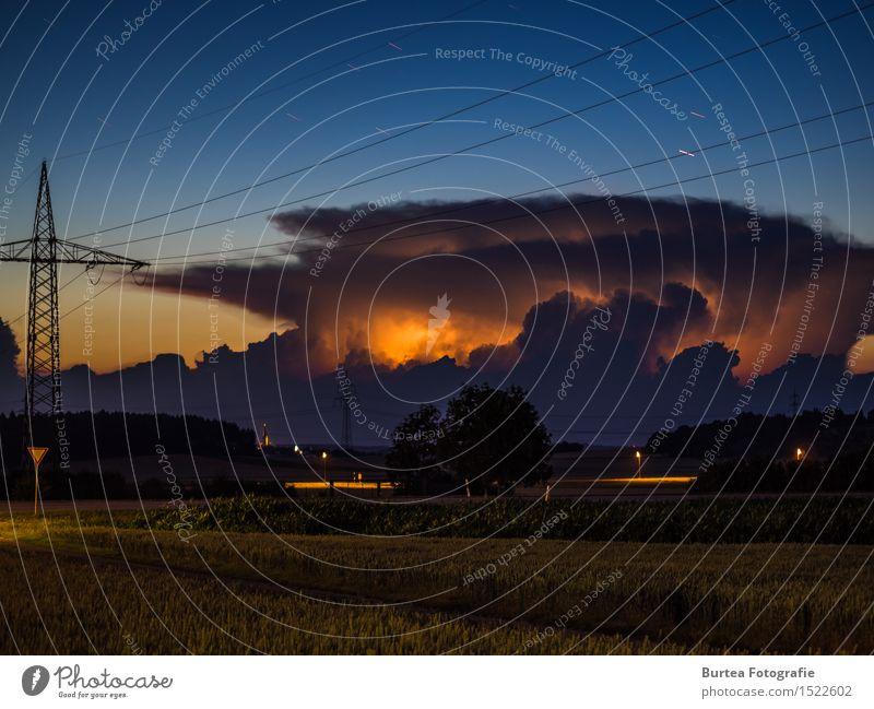 Eye of the storm Sommer Natur Landschaft Urelemente Luft Wolken Gewitterwolken Stern Unwetter Sturm Baum Feld Hügel blau braun Farbfoto Außenaufnahme