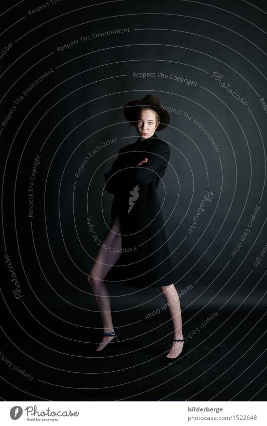 jup, das passt Lifestyle elegant Stil Design feminin androgyn Junge Frau Jugendliche Erwachsene Körper 1 Mensch Kunst Mode Mantel Damenschuhe Hut kurzhaarig