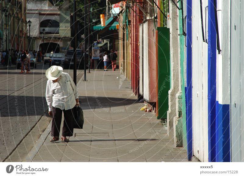 nachmittag ruhig Senior Farbe Fassade Hut Mexiko Nachmittag Siesta Südamerika Männlicher Senior