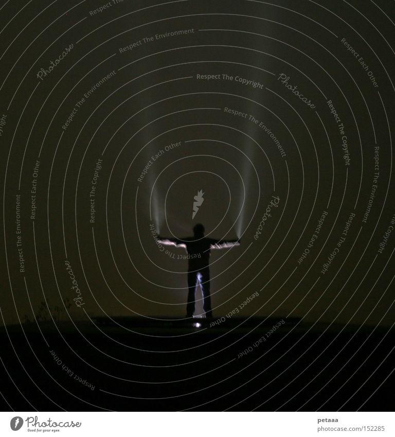Heute auf der Karte: Dreierlei Licht an Mensch Mann Berge u. Gebirge Beleuchtung Arme Nebel Macht Statue ausgestreckt Taschenlampe