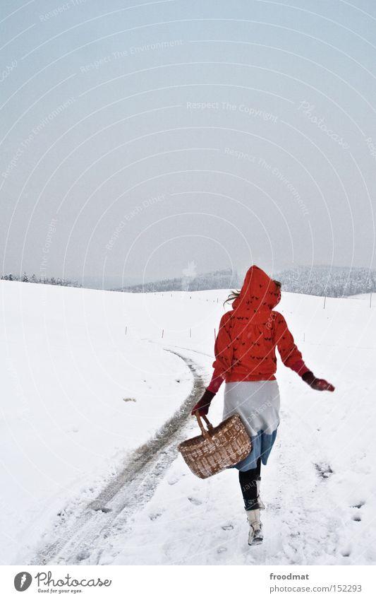 ich geh dann mal Frau weiß Baum ruhig Winter kalt Berge u. Gebirge grau Schweiz Märchen kahl Korb Mensch Rotkäppchen
