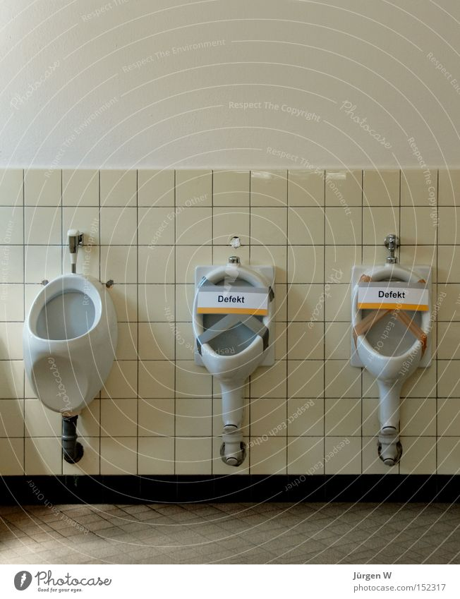 Freie Auswahl weiß Bad kaputt Toilette Fliesen u. Kacheln Dienstleistungsgewerbe Hinweisschild sanitär Sanitäranlagen Öffentliche Toilette