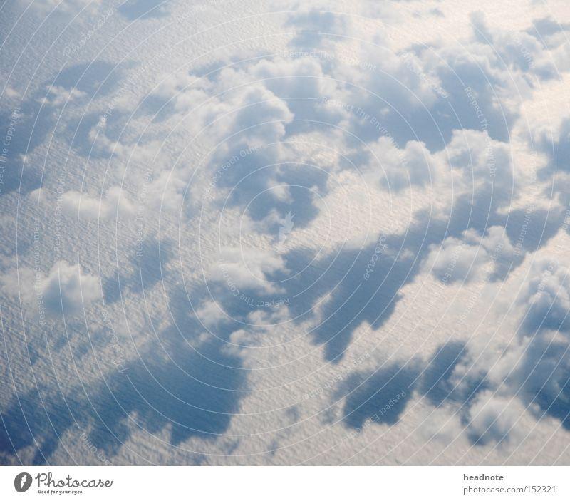 Davor! Darüber! Davon! Wolken Meer Schatten Licht über den Wolken unterwegs fliegen Ferien & Urlaub & Reisen Reisefotografie Vorfreude Erwartung Lücke Umwelt