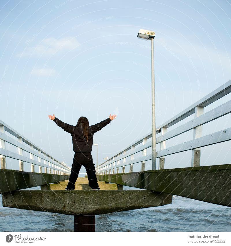 MERRY X-MAS X-Men Einsamkeit frei Meer Strand stehen Laterne Zaun Himmel schwarz Mut Kraft Brücke Wasser Mann landsteg superheld