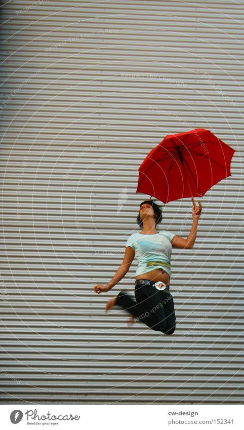 MARY POPPINS ft. MERRY POPPINS Mensch Frau Jugendliche schön rot Sommer Freude Spielen springen ästhetisch Regenschirm Dame Sonnenschirm Schutz