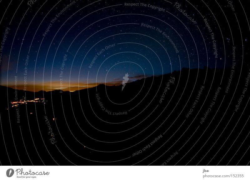 Morgendämmerung Dämmerung Wolken Himmel Stern blau orange schwarz Schönried Straßenbeleuchtung Nacht Saanenland Stimmung Langzeitbelichtung Sternenhimmel