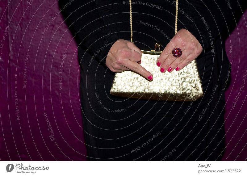 Frau Hand rot schwarz Erwachsene Wand Gefühle Mauer Lifestyle außergewöhnlich Party Stimmung gold stehen Kommunizieren Finger