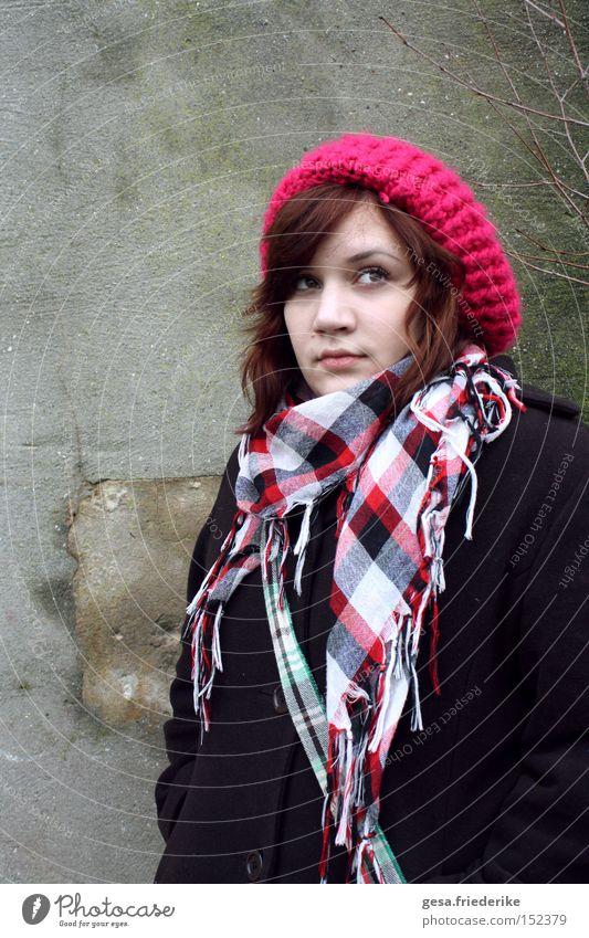 me against the sun Frau Mensch Jugendliche Winter lachen Hoffnung Mütze Tuch Schal Optimismus Optimist