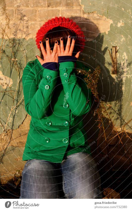 wo bin ich? Frau Mensch Hand Freude Gesicht Finger verstecken kindlich