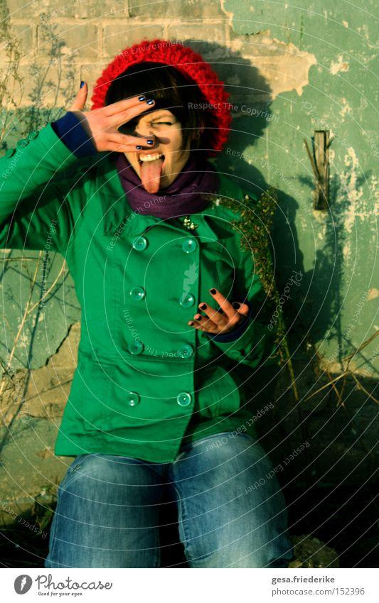 ich bin ich frech Zunge Mensch Frau Licht Wand Mauer Hand Finger Bewegung Wandel & Veränderung Einsamkeit gehen Vergänglichkeit Freude
