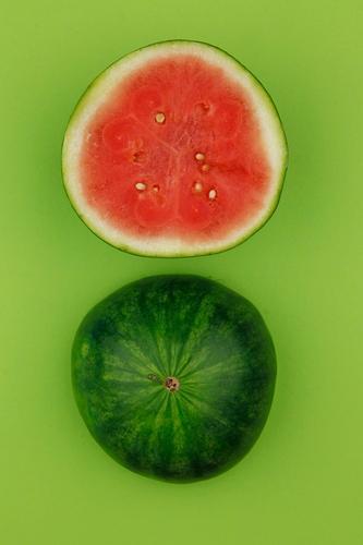 Molly Melone grün Sommer Wasser rot Kunst Frucht ästhetisch rund lecker Teilung Erfrischung Kunstwerk Kerne Verschlussdeckel Melonen