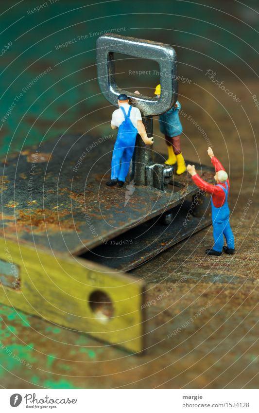 Miniwelten - Schlüsselgewalt II Mensch Mann grün Erwachsene braun Arbeit & Erwerbstätigkeit maskulin Technik & Technologie Baustelle Sicherheit Beruf Rost