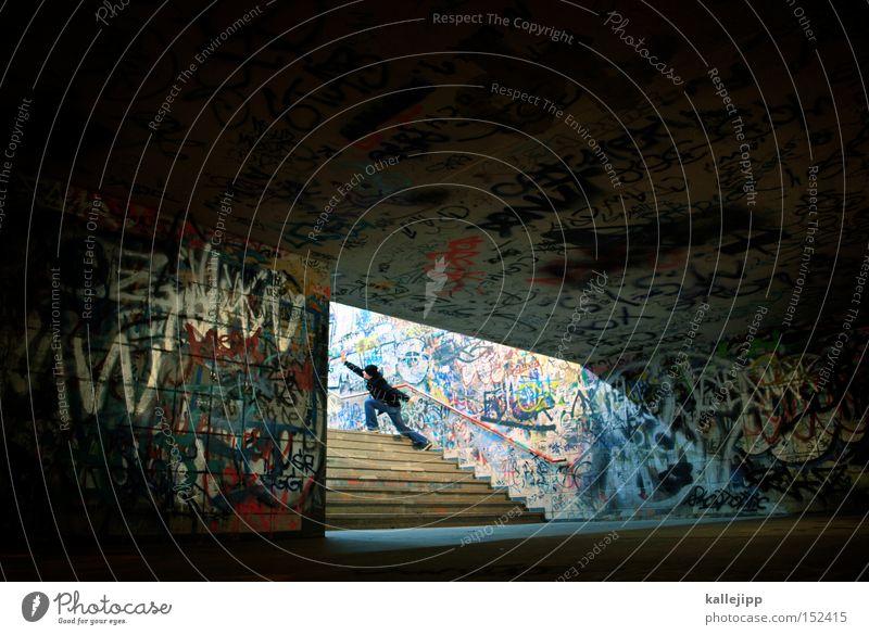 weitsicht Mensch Mann Graffiti Treppe Kultur Tunnel Eingang Richtung aufwärts Bahnhof zeigen Ausgang Öffnung Vandalismus