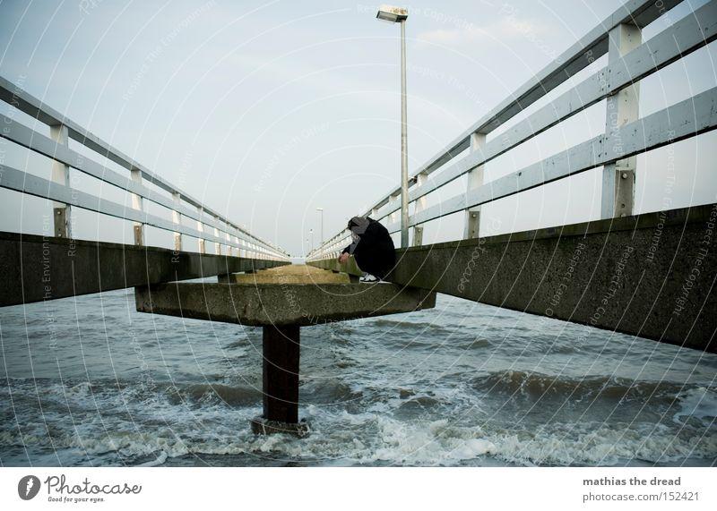 LONELY PLACE Wasser Himmel Meer Strand schwarz Einsamkeit dunkel Wellen frei Trauer Brücke stehen Laterne Verzweiflung Zaun