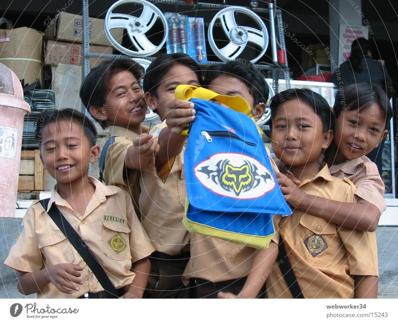 Balinische Schulkinder Kind Asien Freundschaft Uniform Menschengruppe Schule Junge