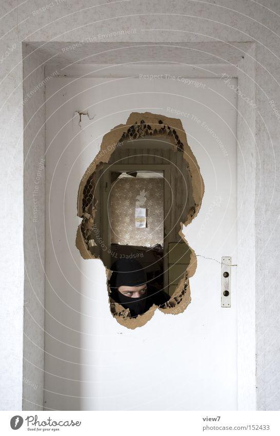 Einsicht Mann ruhig Angst Tür kaputt Maske Konzentration Gewalt Panik Dieb Vorsicht Kerl Kriminalität Redewendung Krimineller eintreten