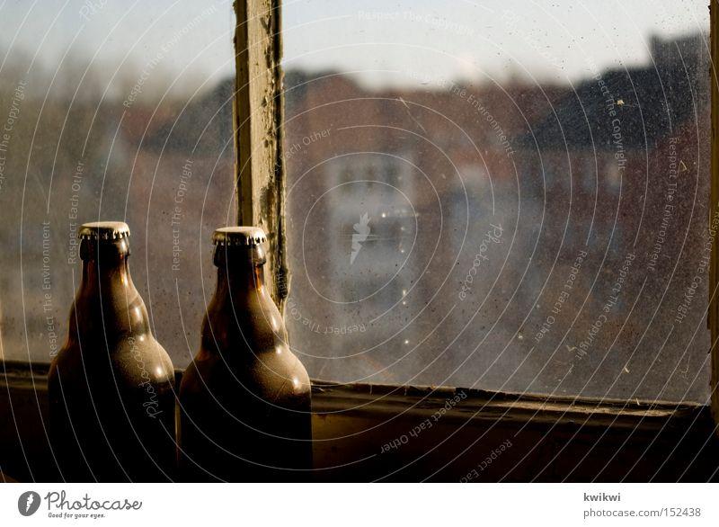 78er jahrgang Bier Fenster Hefe Aussicht Stadt Baustelle baufällig alt Bauarbeiter Pause Handwerk verfallen Alkohol haake