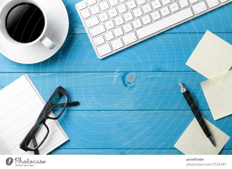Schreibtisch-Chaos Holz Lifestyle Schule Business Wohnung Büro Tisch Getränk Computer lernen Studium Papier Brille Kaffee Bildung Sitzung